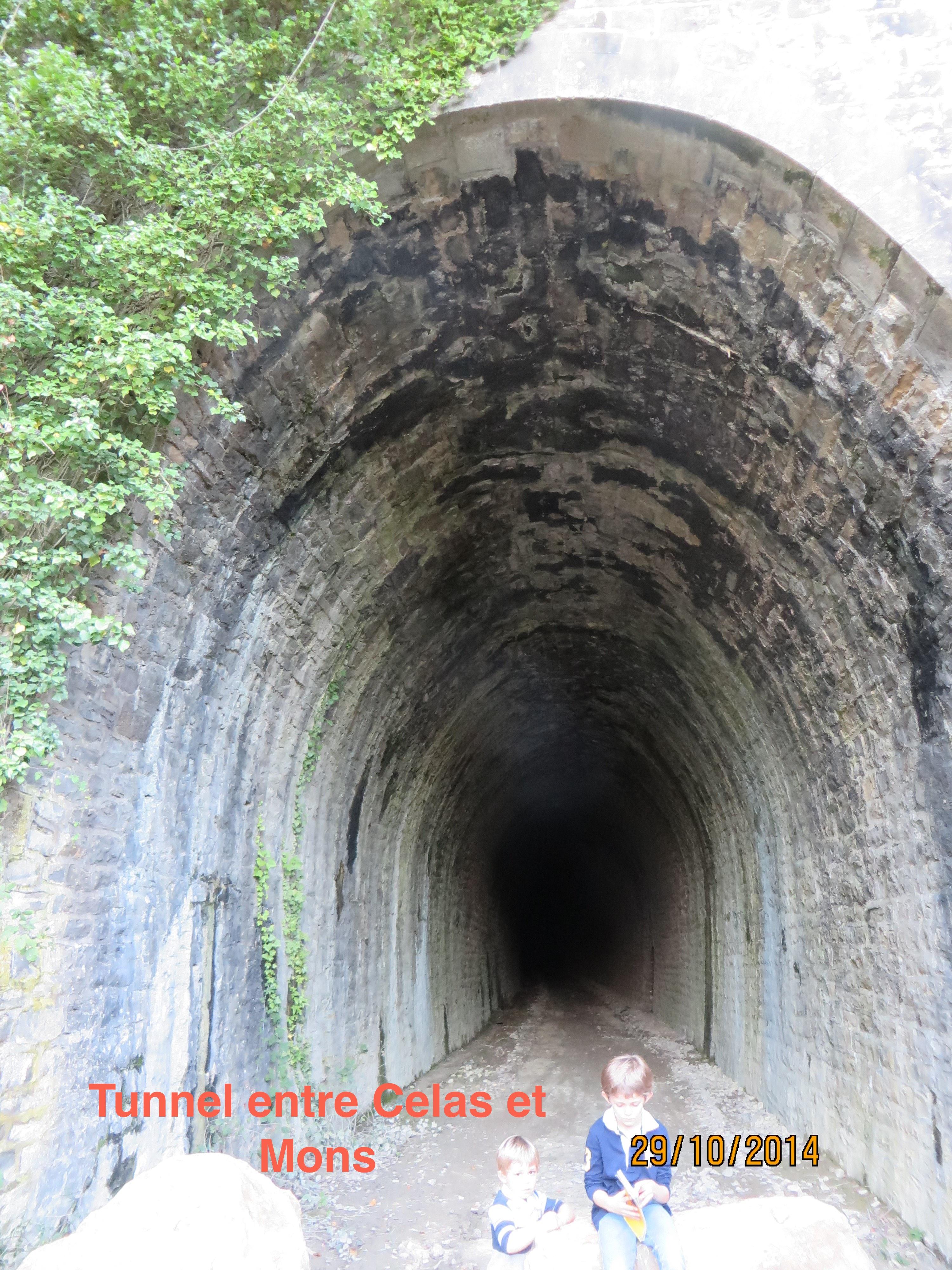 5 IMG_0857 Entree tunnel de Celas + 2 enfants